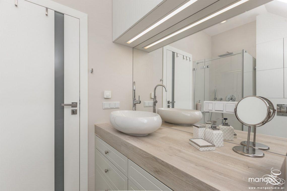 Mango Studio Projektowanie wnętrz pod klucz dom loftowy kolonialny nowoczesny biała łazienka z cegłą (13)
