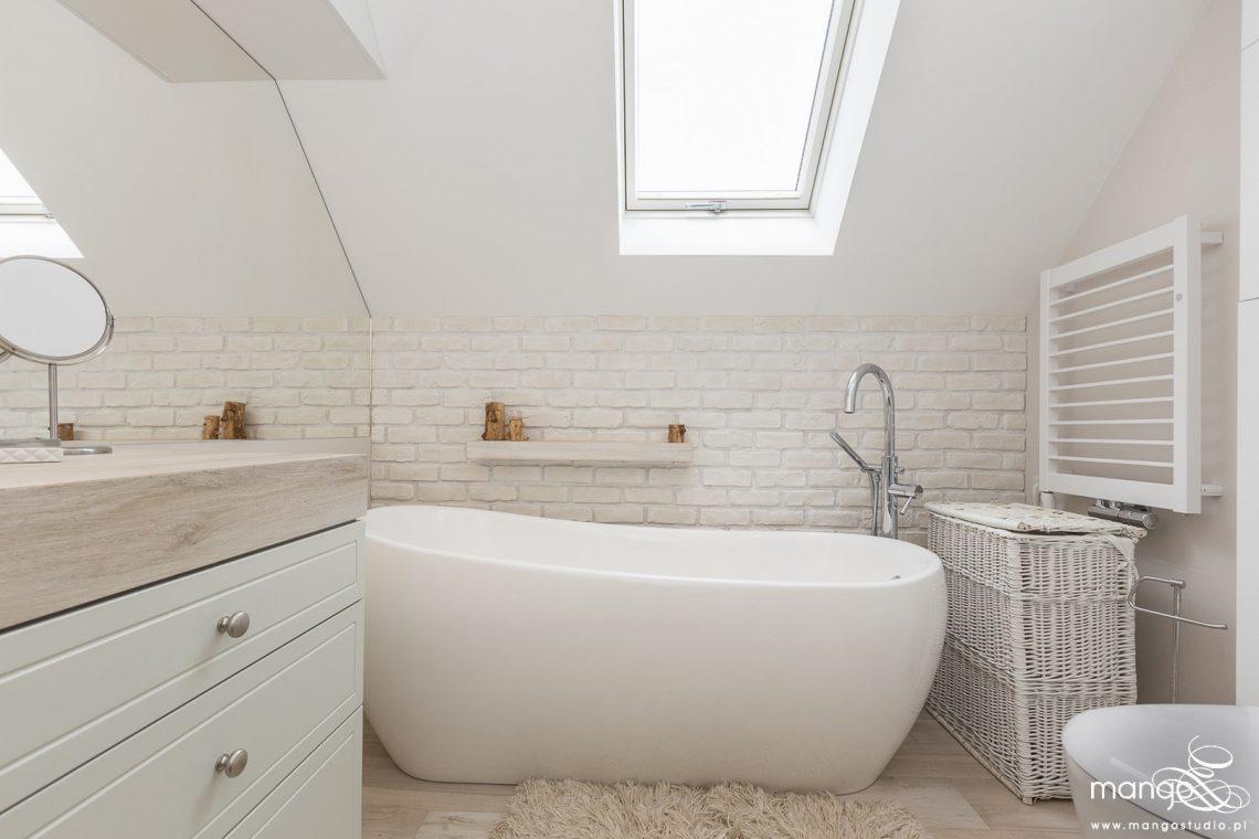 Mango Studio Projektowanie wnętrz pod klucz dom loftowy kolonialny nowoczesny biała łazienka z cegłą (22)