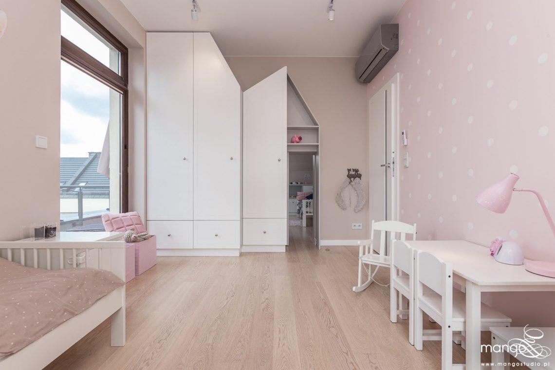 Mango Studio Projektowanie wnętrz pod klucz dom nowoczesny pokój dziewczyki różowy słodki kropki na ścianie(13)