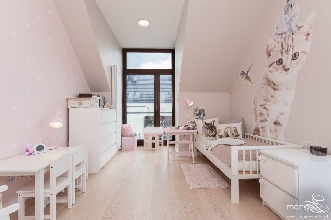 Mango Studio Projektowanie wnętrz pod klucz dom nowoczesny pokój dziewczyki różowy słodki kropki na ścianie(14)