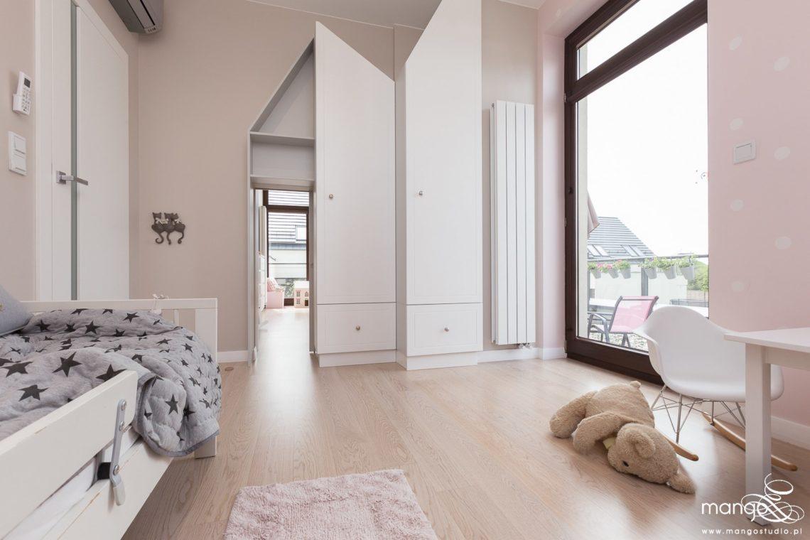 Mango Studio Projektowanie wnętrz pod klucz dom nowoczesny pokój dziewczyki różowy słodki kropki na ścianie(21)