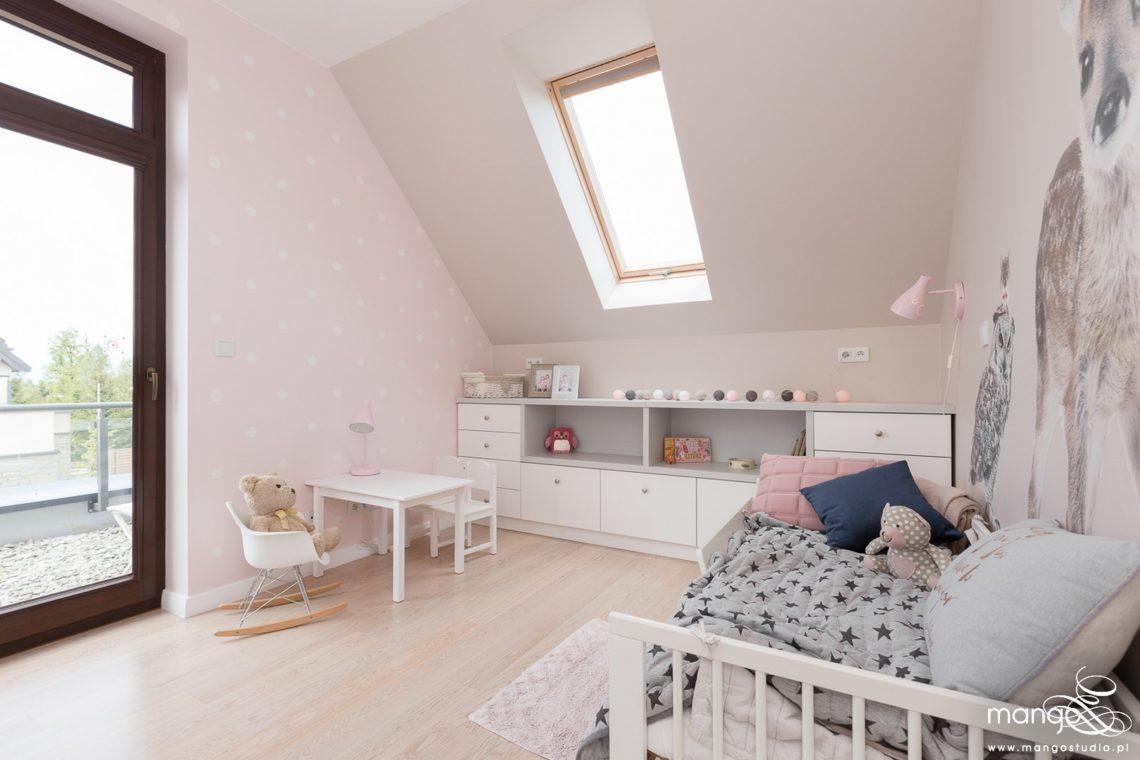 Mango Studio Projektowanie wnętrz pod klucz dom nowoczesny pokój dziewczyki różowy słodki kropki na ścianie(23)