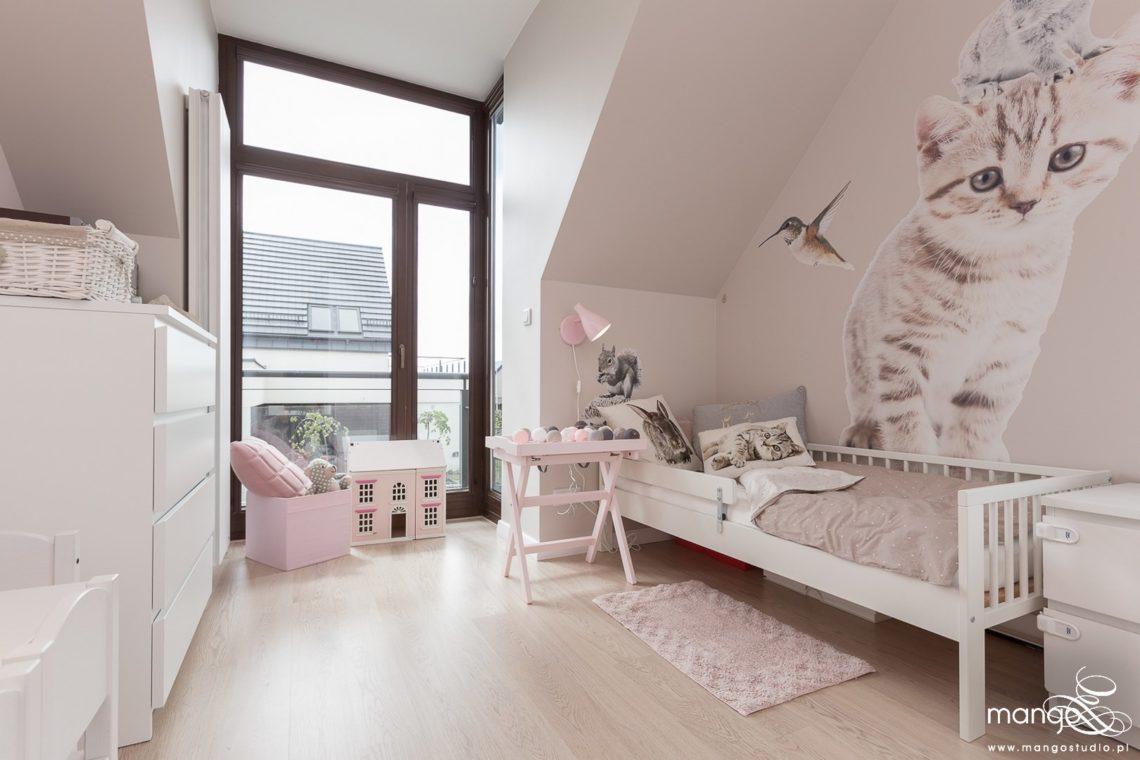 Mango Studio Projektowanie wnętrz pod klucz dom nowoczesny pokój dziewczyki różowy słodki kropki na ścianie(6)