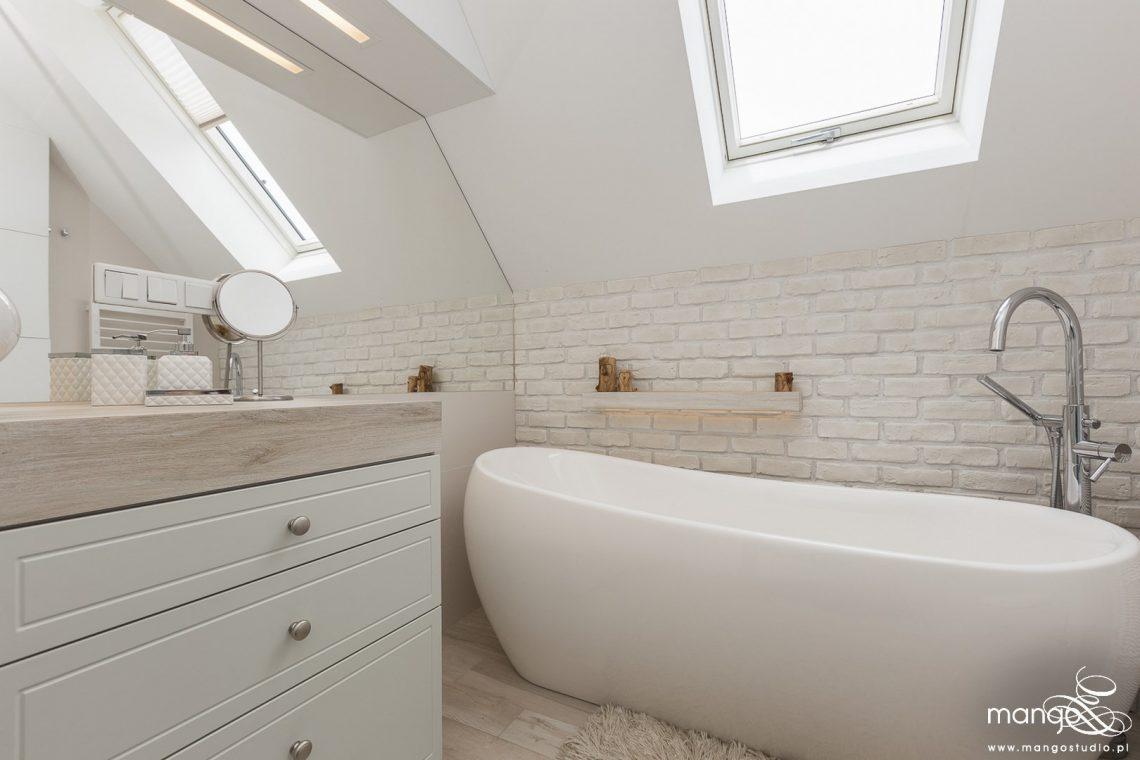 Mango Studio Projektowanie wnętrz pod klucz dom loftowy kolonialny nowoczesny biała łazienka z cegłą (18)