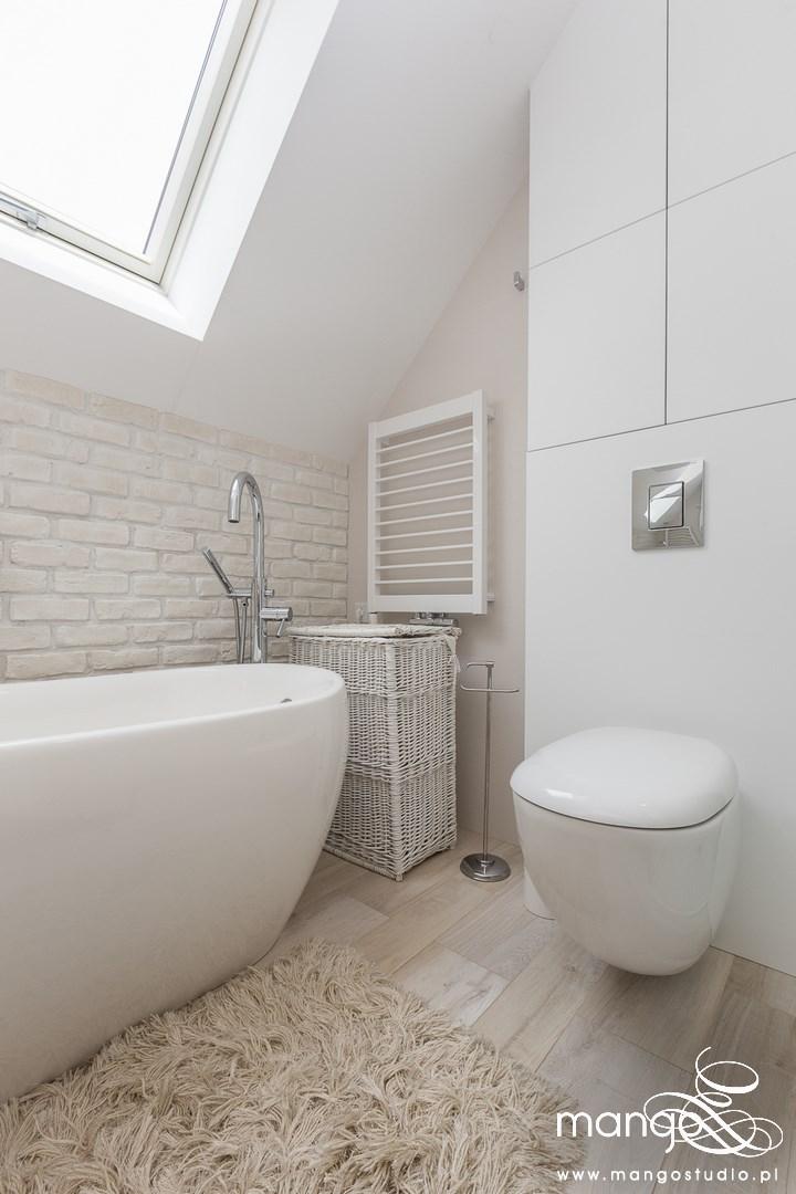 Mango Studio Projektowanie wnętrz pod klucz dom loftowy kolonialny nowoczesny biała łazienka z cegłą (21)